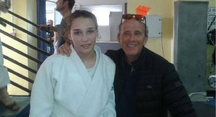 Romane Zouak, ici en compagnie de son entraîneur Gilles Guttadauro, lors de sa dernière compétition (victorieuse) disputée à Saint-Raphaël.