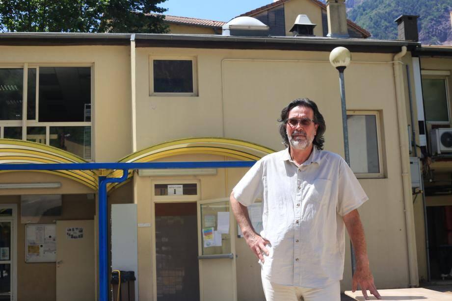 Selon Alain Crolard, le principal du collège du village, « on aurait pu raisonnablement penser pouvoir faire passer le brevet ».