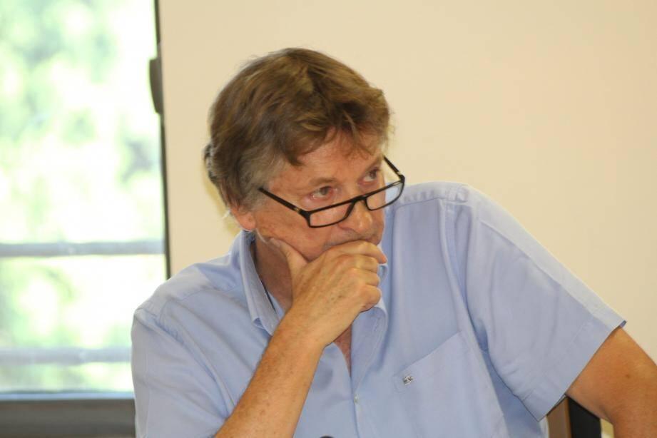Le maire Guilaine Debras et la majorité soutiennent la création de 130 logements, une crèche et une maison de projets. Jean-Pierre Dermit (à gauche) et l'opposition dénoncent l'imperméabilisation des terrains. De son côté, Guy Anastile, 2e adjoint, a voté contre ce projet qui n'est « pas fait pour les Biotois ».