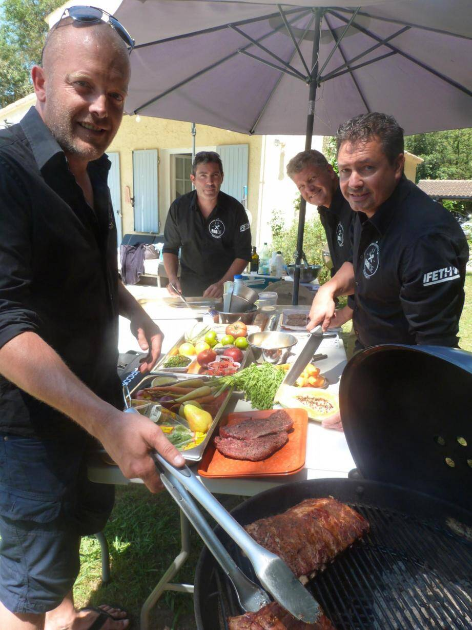 Anthony Le Brière, Thierry Schandelmeyer, Sébastien Mazzucchelli et Jérôme Le Brière (absent sur la photo), qui a remplacé Mathieu Auboire, vont participer au championnat de France de barbecue ce week-end.