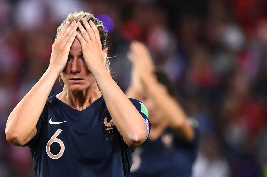 Capitaine malheureuse, Amandine Henry n'a pas réussi à emmener l'équipe de France en demi-finale du Mondial. Les Bleues ont été battues, hier soir au Parc des Princes, par une équipe des USA moyenne mais plus réaliste.