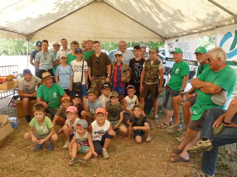 Les jeunes participants et les organisateurs.