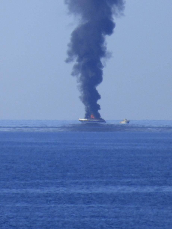 Un yacht a pris feu à Roquebrune.