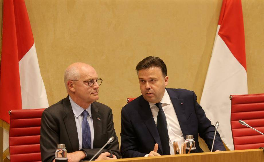 Le ministre d'État Serge Telle et le président du Conseil national Stéphane Valeri, mercredi dernier, dans l'hémicycle.