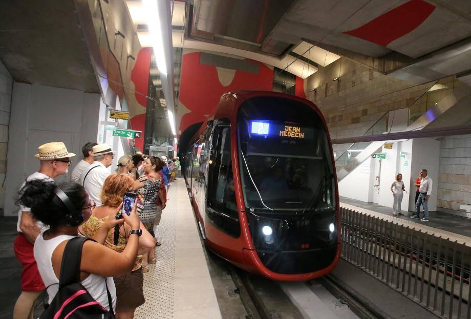 La première rame dans les nouveaux souterrains, inaugurés ce vendredi 28 juin.