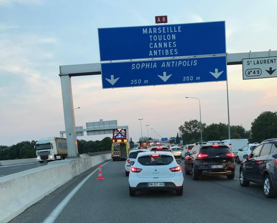 L'accident a provoqué de gros bouchons dans les deux sens de circulation.