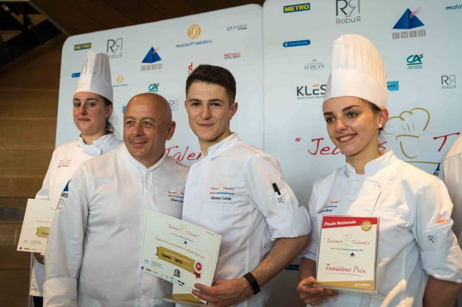"""Thierry Marx à Nice pour le concours national des des """"Jeunes talents Maîtres restaurateurs"""" (à gauche sur la photo, l'Azuréenne Mylène Trezières)."""