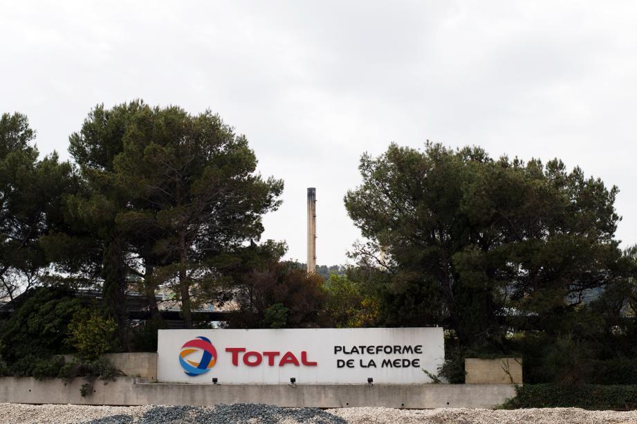 La raffinerie d'agrocarburants de Total à La Mède (Bouches-du-Rhône), l'une des plus grandes d'Europe, a commencé sa production, au grand dam des associations de défense de l'environnement.