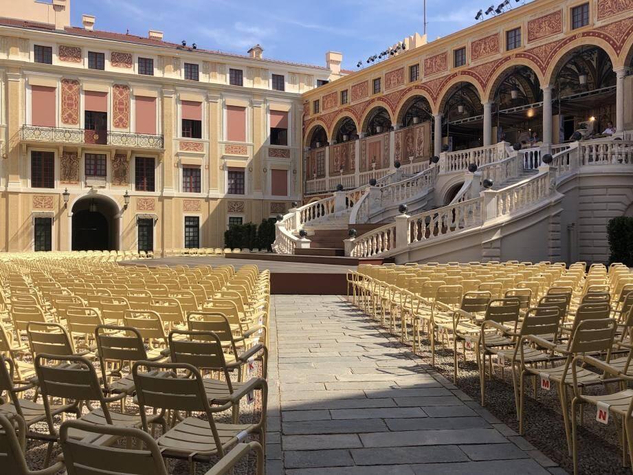 Chaque été depuis six décennies, la cour du Palais accueille les mélomanes.
