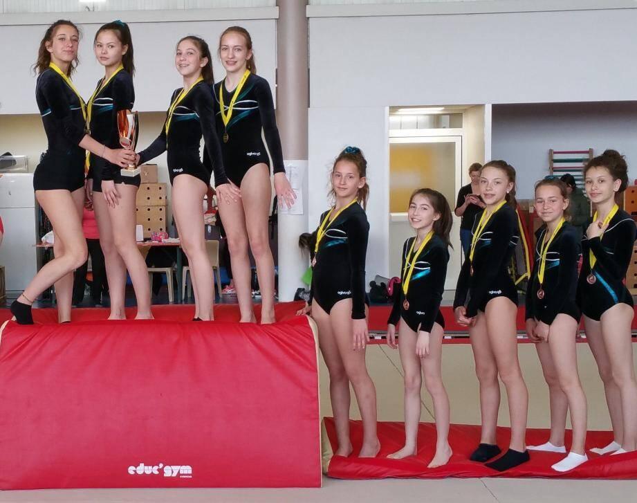 Les deux équipes féminines de Canteperdrix étaient toutes deux montées sur le podium des championnats d'académie à Mandelieu.(DR)