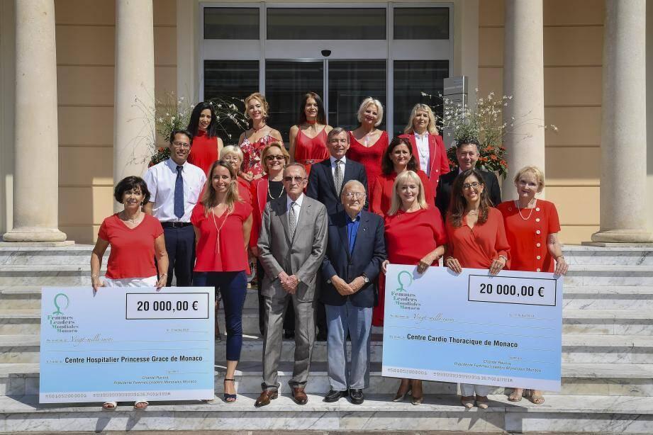 L'association a remis un chèque aux équipes du CHPG et du Centre cardio-thoracique.