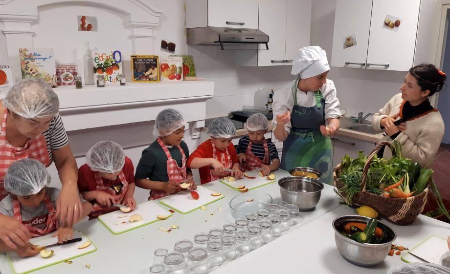 Atelier de cuisine avec Pascaline et Coralie.