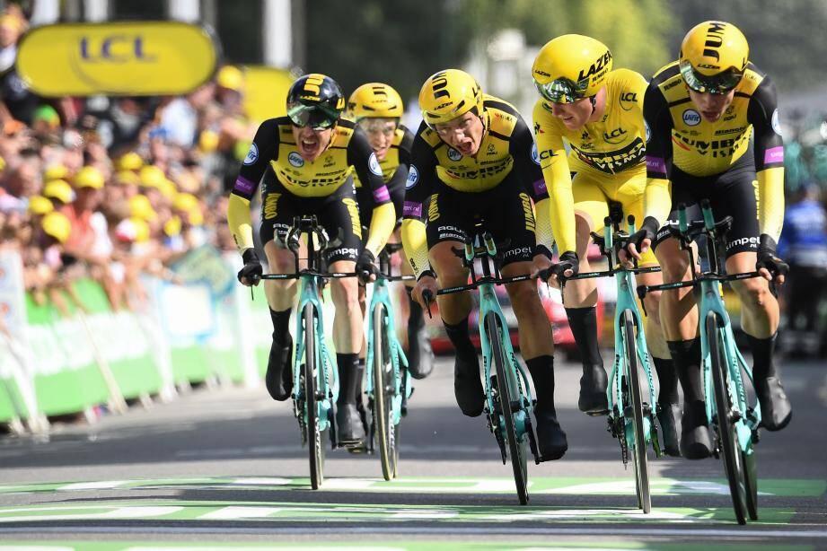 L'équipe belge du maillot jaune a triomphé une deuxième fois à Bruxelles. Aujourd'hui, la troisième étape réservée aux puncheurs sera disputée en France.