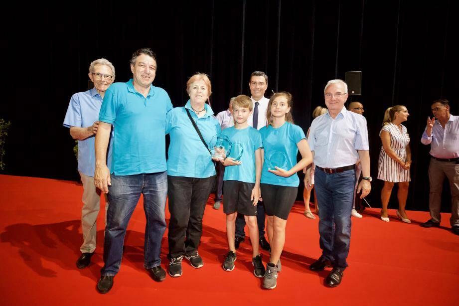 Titouan Giersch, Colione Smith et Christine Escoffier ont été récompensés pour la Compagnie d'arc d'Antibes, mercredi soir à l'AzurArena.