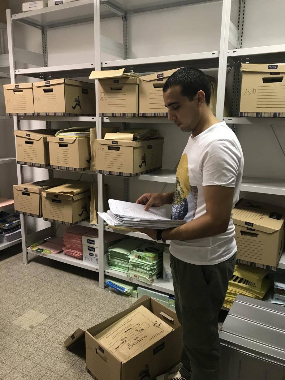 Jusqu'en septembre, les copies des candidats du Parc Impérial sont gérées et stockées à l'abri dans le lycée.