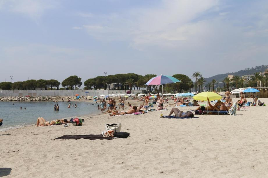 C'est sur la plage du midi de Vallauris-Golfe-Juan qu'un enfant a pris la foudre dimanche alors qu'il se baignait avec son père.