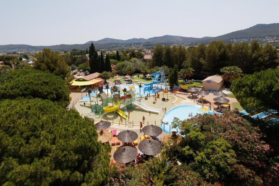 Les nombreux espaces ombragés et les points d'eau potable disponibles sont un atout pour le parc d'attractions.