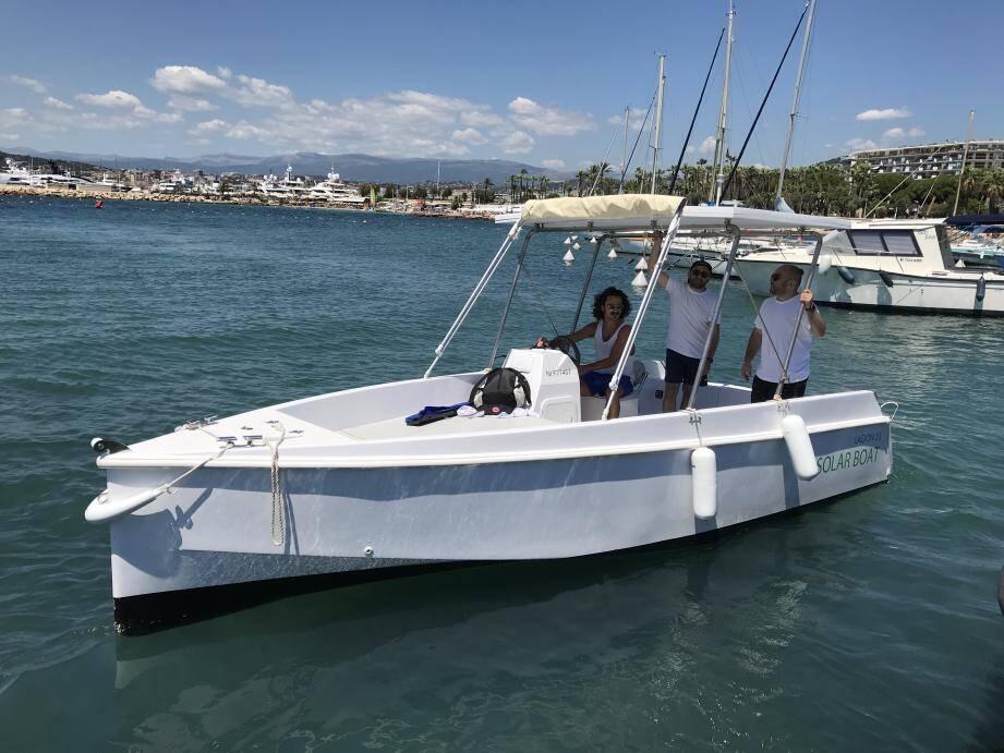 Silencieux et non-polluants, ces bateaux de 5,5m permettent une navigation zen.