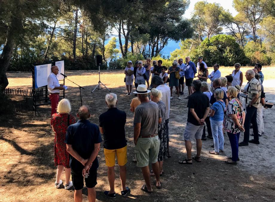 C'est dans le parc de La Cride, au chant des cigales, que Ferdinand Bernhard, accompagné d'adjoints et collaborateurs, a animé le petit-déjeuner d'information sur des travaux synonymes de respect de l'environnement.