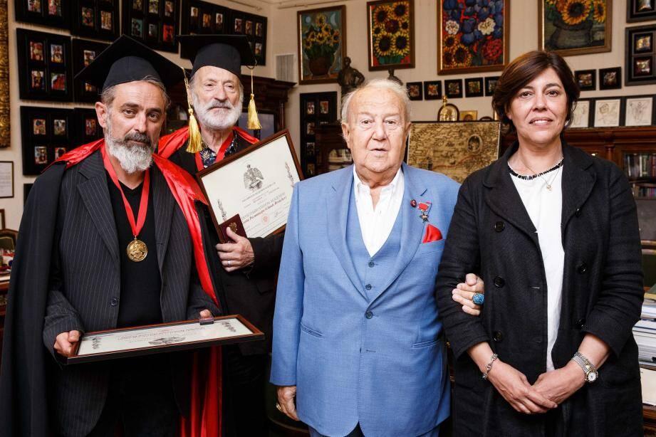 De gauche à droite, Gérard Pettiti et Claude Rosticher, Zourab Tsereteli, président de l'Académie russe des Arts et S.E. Mme Mireille Pettiti, Ambassadeur de Monaco dans la Fédération de Russie. (DR)