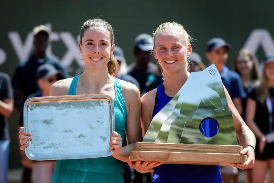 Dans un duel ''100% niçois'', Fiona Ferro (à droite) a battu hier son amie Alizé Cornet, pour s'offrir un premier titre sur le circuit WTA.