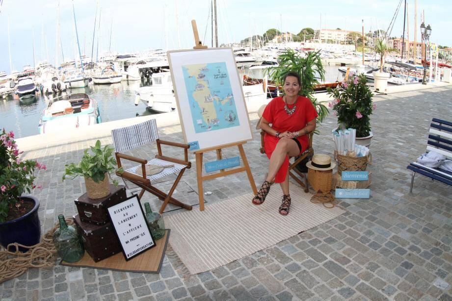 Claudia Césarini devant son affiche « Ma presqu'île ».