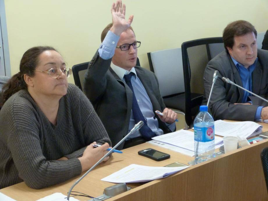 Qu'il semble loin, le temps où Myriam Lazreug, Philippe-Emmanuel de Fontmichel et Stéphane Cassarini faisaient cause commune sur les bancs du conseil municipal...
