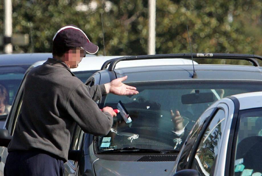 Tendre la main à Nice est illégal durant l'été dans les zones touristiques. Deux associations attaquent l'arrêté municipal.(DR)