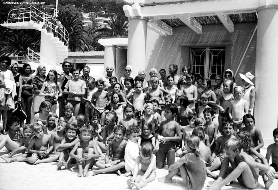 Le cru de 1970 avec Grace Kelly (au milieu au dernier rang).