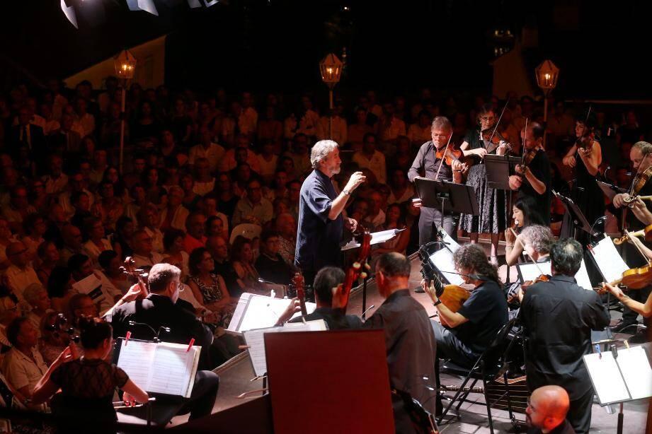 Jordi Savall a dirigé son orchestre « Le concert des nations », riche d'instruments spécifiques de la musique ancienne.
