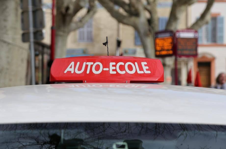 Ce dispositif d'aide au permis de conduire a été instauré par Christian Estrosi en 2014. Cinq ans plus tard, à l'issue de la concertation « Influence ta ville », le maire a décidé de multiplier par trois le nombre de bénéficiaires qui est passé de 50 à 150.
