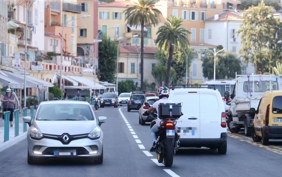 Le quai Bonaparte est de nouveau emprunté en double sens par les automobilistes.
