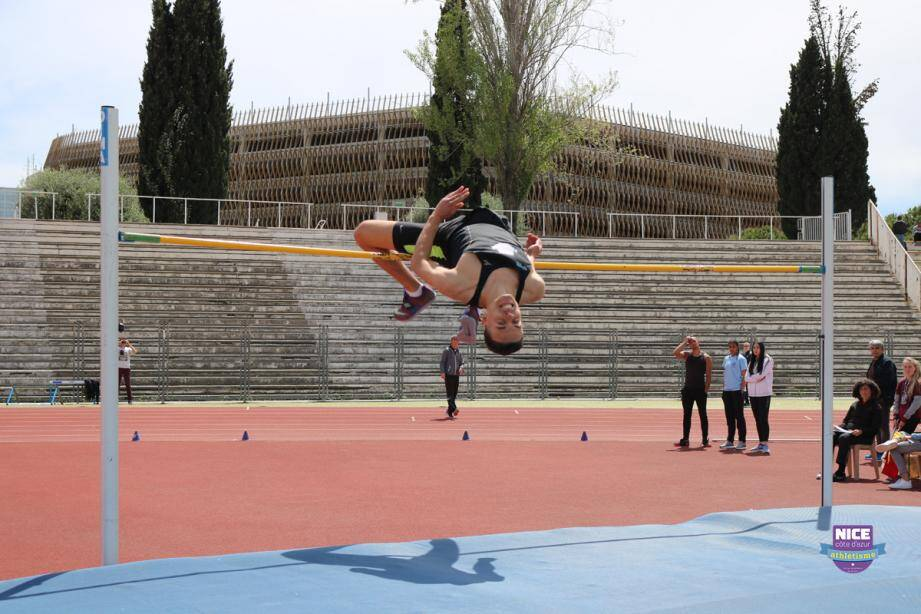 Youssef Benzamia, premier athlète azuréen à être entré en lice hier à Saint-Etienne, s'est qualifié pour la finale de la hauteur.