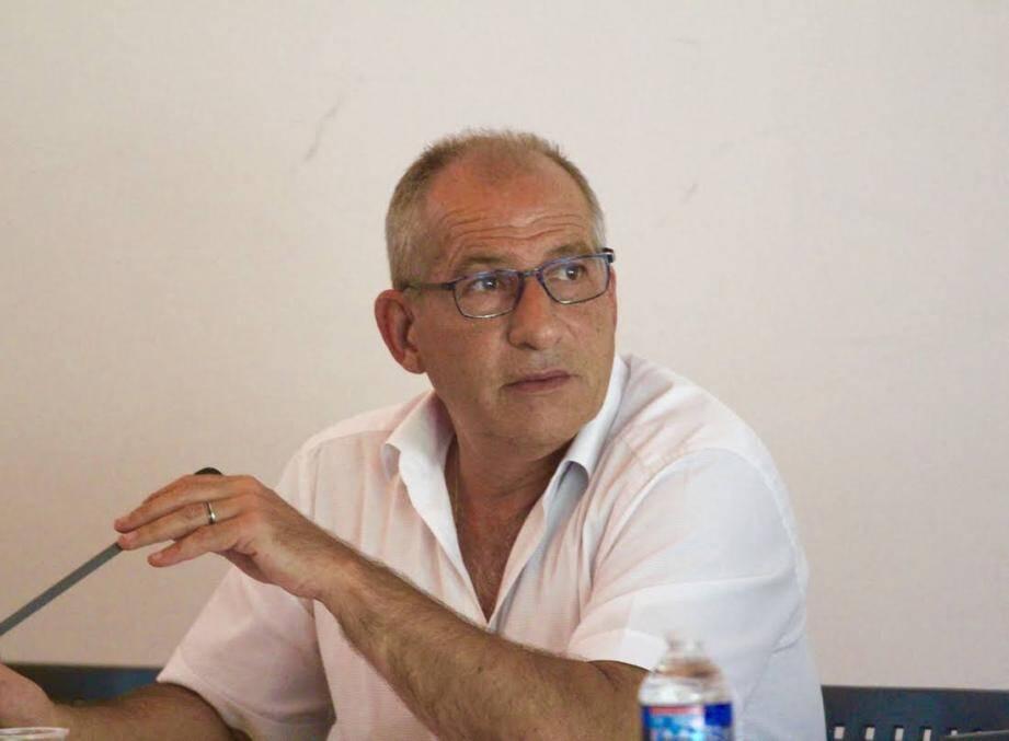 Le maire Christophe Etoré a fait face à l'ancien maire Marc Daunis sur le PLU.