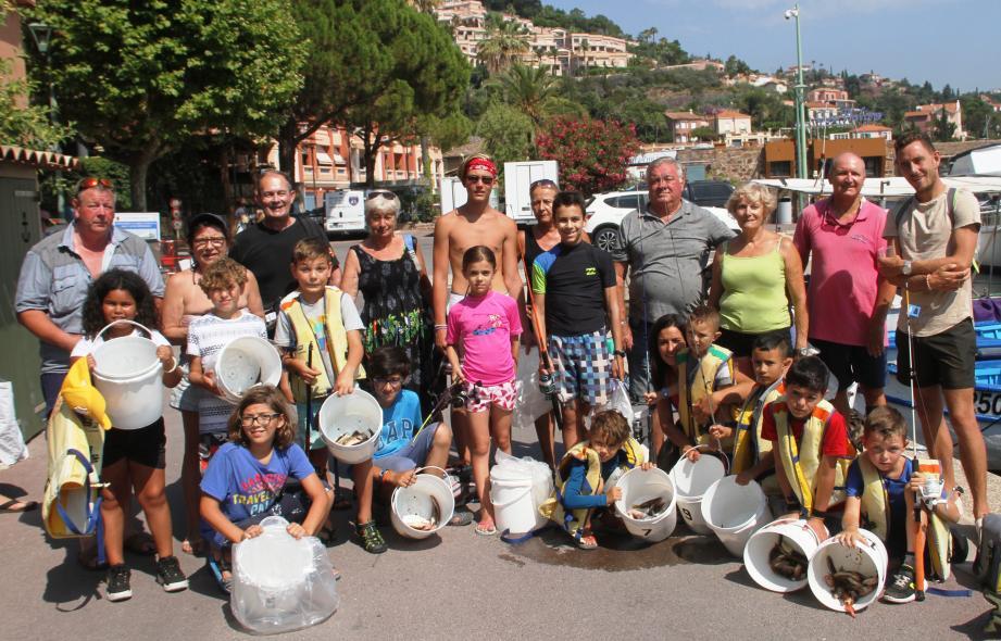 Les jeunes pêcheurs à leur retour.