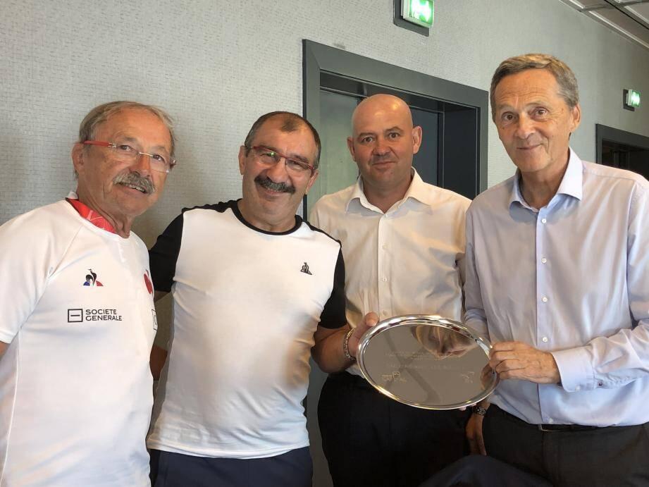 Le maire Xavier Beck avec le sélectionneur de l'Equipe de France de Rugby Jacques Brunel (à gauche).(DR)