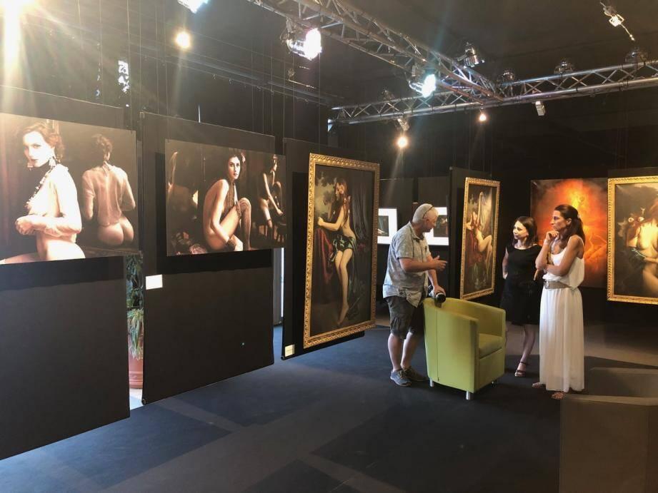 L'espace culturel Altitude 500 a été entièrement scénographié pour accueillir la manifestation «A Fleur de peau» sur le thème du nu artistique,  qui a clôturé au cours des trois soirée le premier festival Grasse au pays des merveilles.