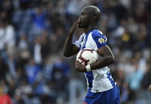 """Fin des spéculations: le joueur n'est """"pas transférable"""" selon le FC Porto."""
