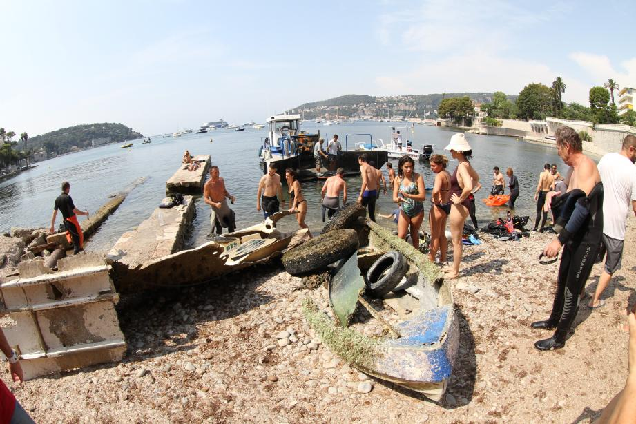 Le butin impressionnant remonté des fonds marins, samedi.