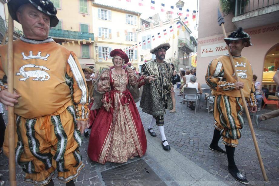 Le cortège royal composé de 150 figurants traversera le village.
