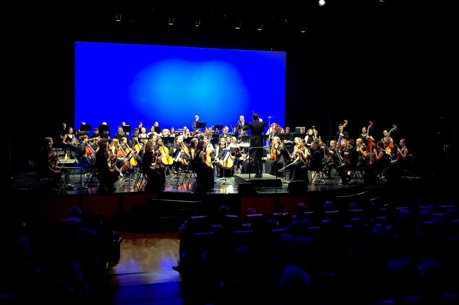 Âgés entre 14 et 20 ans, les virtuoses de l'orchestre symphonique des jeunes, ont fait forte impression au public toulonnais. Représentant le maire de Mannheim, l'adjointe Ulrike Freundlieb a rappelé les liens qui unissent les deux villes.