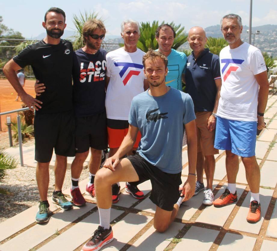Derrière Medvedev:  Hernandez, Cervera, Jean-Luc Ekern (président ASLM), Lisnard, Eric Tournoud (Tecnifibre), Patrick Gomez (SGA ASLM).