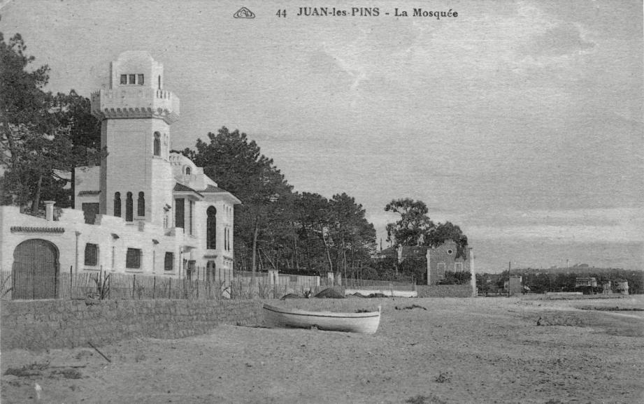 La villa El Djézaïr ne passe pas inaperçu à Juan-les-Pins