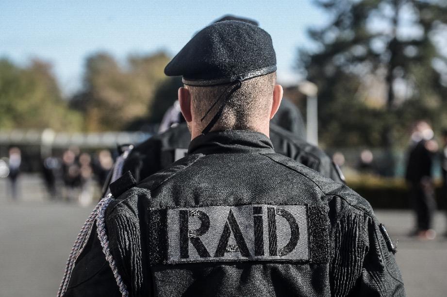 Le RAID mobilisé à Quimper pour maîtriser un homme retranché...qui se trouvait en fait au commissariat