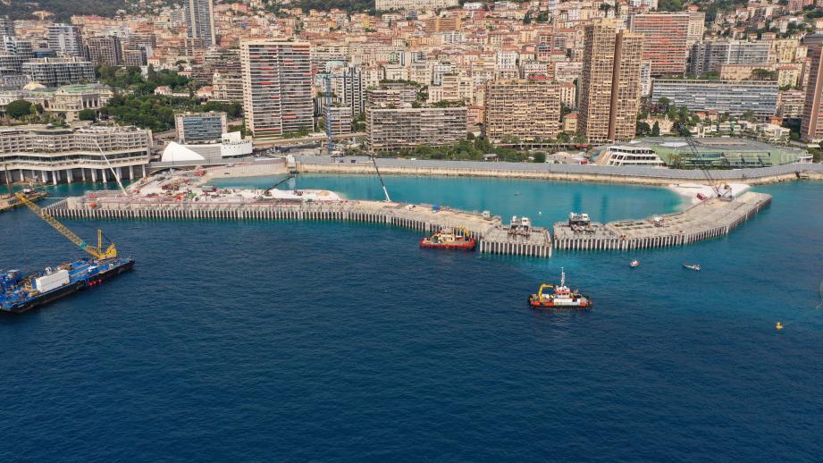 Hier, à 14h54, ce 17e caisson a complété et achevé la nouvelle frontière physique de Monaco.
