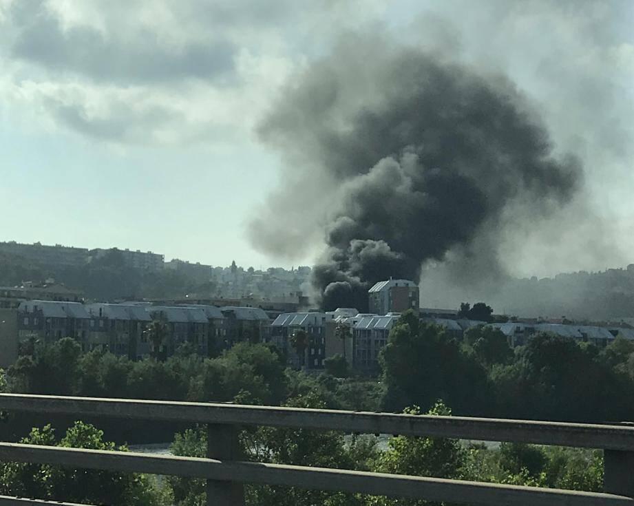L'impressionante fumée noire était visible depuis Nice ce vendredi 5 juillet 2019