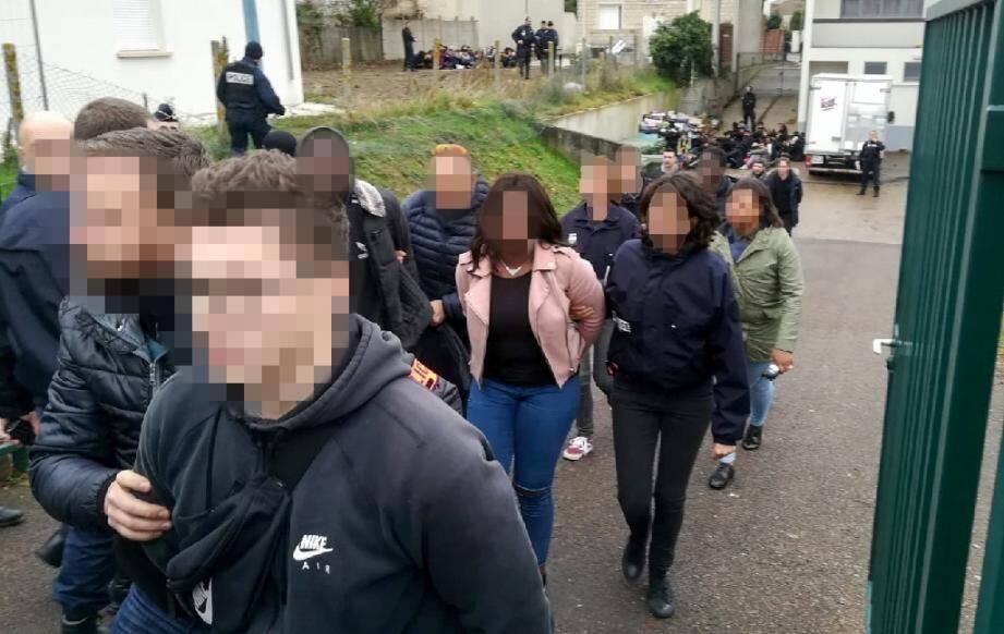 """Au total 151 jeunes ont été arrêtés le 6 décembre 2018 à Mantes-la-Jolie (Yvelines) lors d'une mobilisation dans la foulée du mouvement des """"gilets jaunes"""""""