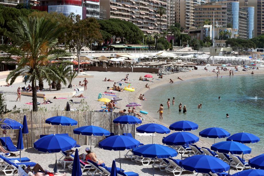 La baignade est interdite sur les plages du Larvotto et jusqu'au Solarium de la digue.