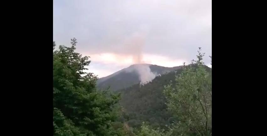 L'incendie s'est déclaré dans une zone très difficile d'accès par la route.