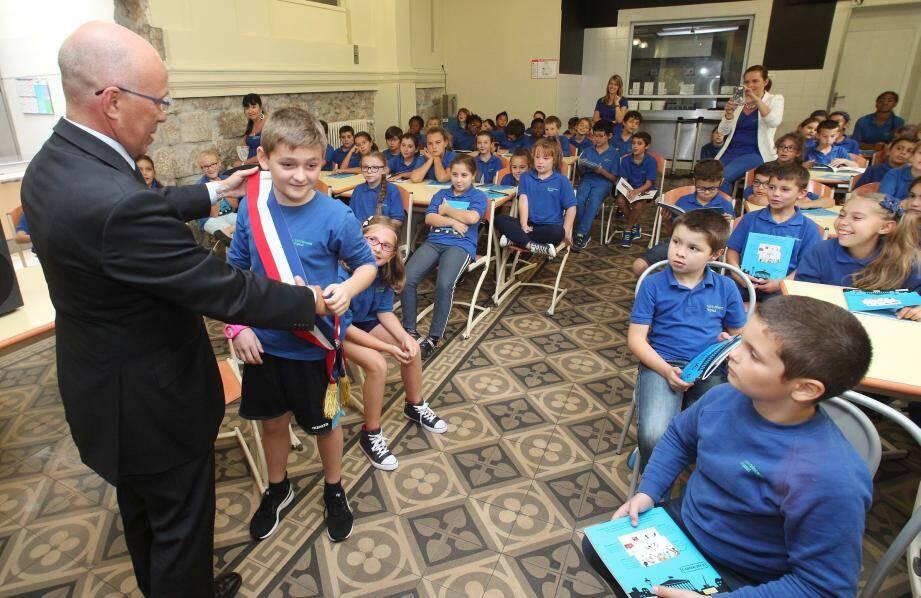 Eric Ciotti lors d'une visite à l'école St-Vincent de Paul à Nice.